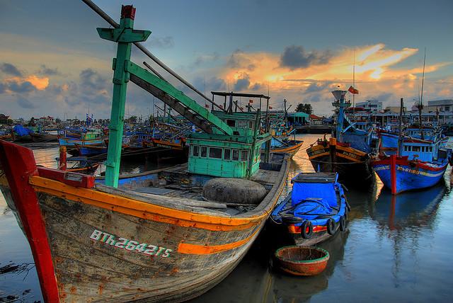 Рыбацкое судно в Фантхиете