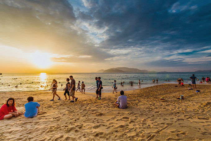 закат на пляже Нячанга