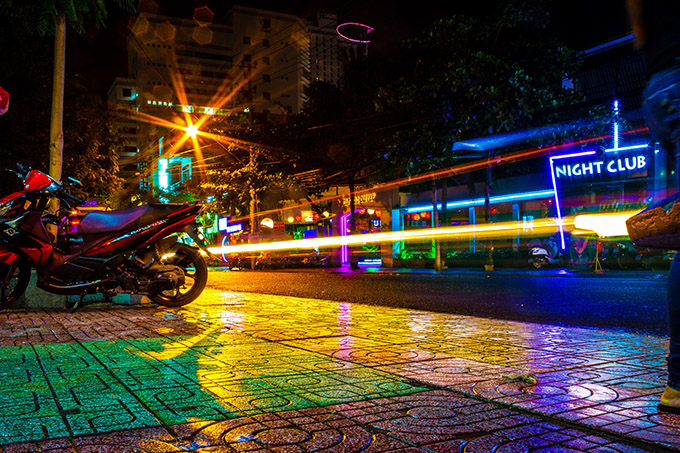 ночная улица Нячанга