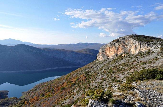 Красная скала, Черногория